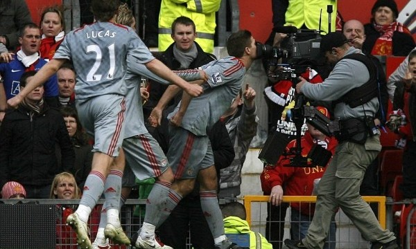 gerrard-camera-kiss